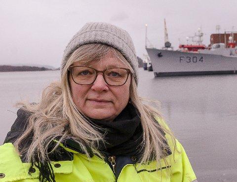 DRIFTSSJEF: Bente Levin, Horten havnevesen, er glad for at de klarte å få tak i nok asfalt til å reparere den verste skaden.
