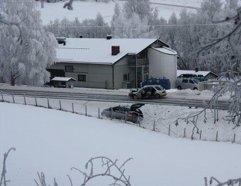 OMKOM I 2012: En eldre kvinne omkom i en front mot front-kollisjon på riksveg 34 forbi Brandbu i januar 2012. I Statens vegvesen rapport oppgis uheldig trafikkregulering som en i stor grad medvirkende årsak til ulykken.