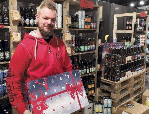 BESTSELGER: Ølkalenderen har alltid vært en bestselger på Gulating og også i år blir disse revet bort.