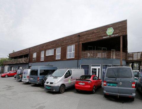 KONKURS: Abk Bemanning AS i Kvalamarka 27A er konkurs. Nå jobbes det med å etablere et nytt selskap for å kunne fortsette driften.
