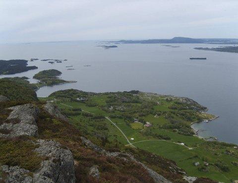 FIN UTSIKT: Fra toppen av Hest har du god utsikt mot havet i sør og vest.