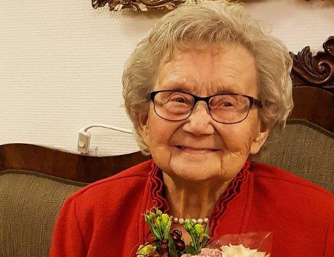MILJØPROTEST: 96-åringen Agnete Lorås er dypt kritisk til dumpingen av gruveavfall i Repprafjorden.