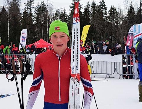 LITT AV ET KJØR: To konkurranser, en i langrenn og en i skiskyting og to seire i løpet av drøye fire timer; Det var fasiten til Daniel Aakervik (16 år) fra Fet skiklubb lærdag da han først gikk til topps i KM i langrenn og så i Kvalfoss-sprinten i skiskyting. Søndag fulgte han opp med nok en seier der.