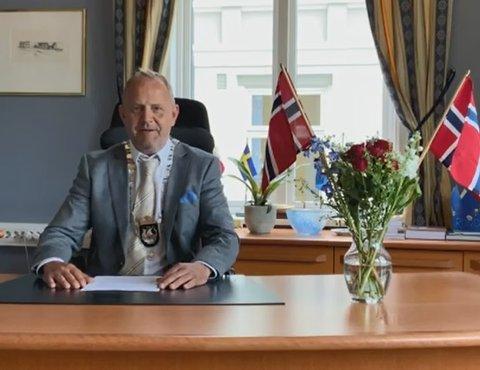 Ordfører Grunde Wegar Knudsen holder tale i anledning 17. mai 2021.