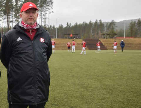 """NOMINERT: Trener for KIFs juniorlag, Bjørn Johannessen, er nominert til """"Årets Grasrottrener"""" for jobben han gjør. Det synes han er stas."""
