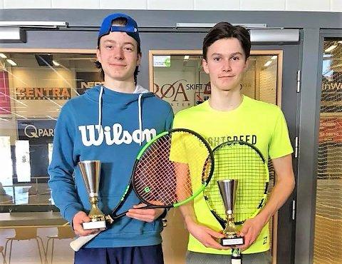 Suksess: Jacob Krefting (til venstre) og Jonathan Berling slo til med gull i double under NM for 16-åringer denne uken. I tillegg spilte Berling seg frem til finalen i single som første MTK-spiller i denne årsklassen på svært mange år