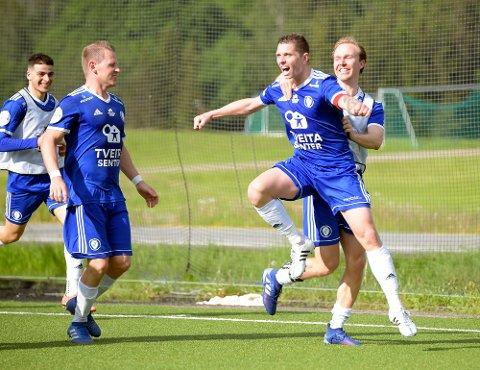 JAAAA: Wilhelm Osman Adra jublet med lagkameratene etter 2-1 scoringen i det 90 minutt.
