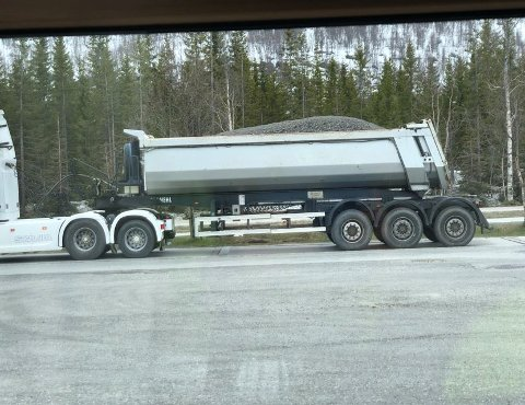 FOR TUNG: Dette vogntoget var for tungt da det ble kontrollert tirsdag.