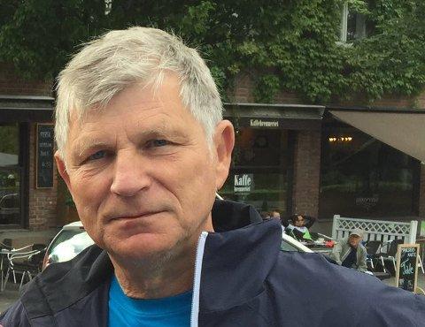 VENTER: Frode Lerstein har bedt styret i Pensjonistpartiet i Asker om å begrunne hvorfor han ikke får melde seg inn i partiet igjen.