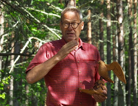 20 SPØRSMÅL:  Lars Aaserud liker seg ute i skog og mark.