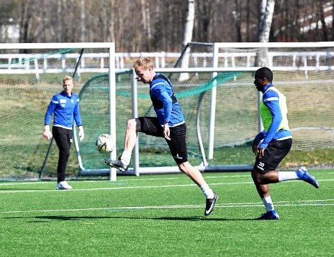 TA NYE STEG: Christer Reppesgård Hansen vil se hvor langt han kan ta fotballen, den sjansen våger han ikke gå fra seg.