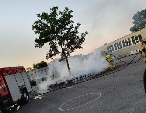 KROKEMOA SKOLE: Brannvesenet rykket ut natt til mandag.