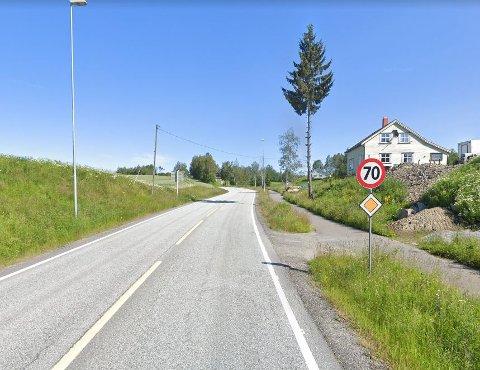 Viken fylkeskommune og Statens vegvesen mener det ikke lenger er nødvendig med 70 sone på denne veien all den tid veien kun brukes av 710 biler i snitt per døgn gjennom året. (ÅDT)