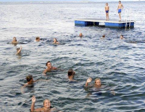 """FRARÅDER BAD: Miljørettet helsevern Vestfold fraråder folk å bade på Knemstranda. Vannkvaliteten på de andre populære badeplassene i Svelvik blir kategorisert som """"mindre god""""."""