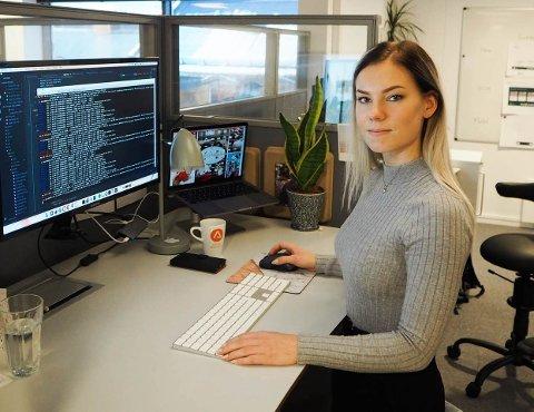 Elise Kristiansen angrer ikke på valg av utdanning og yrkesvei. Hun oppfordrer flere jenter til å velge det samme.