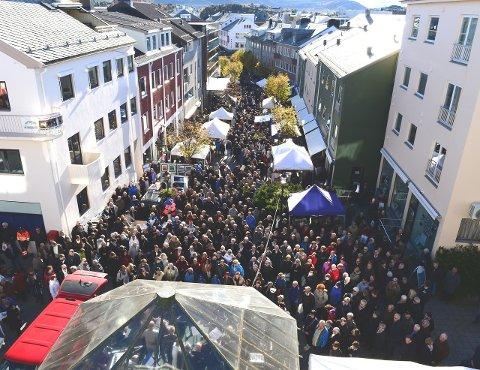 Smekkfullt: Slik ser det ut i Kristiansund sentrum når Smølabonan inntar byen.