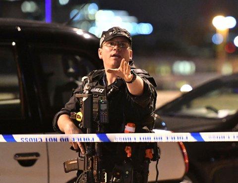 Seks mennesker ble drept og over 50 ble såret da tre menn gikk til angrep mot tilfeldige mennesker i sentrum av London lørdag kveld.