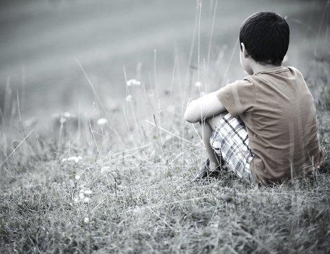 BARNEFATTIGDOM: Stadig flere barn og unge føler seg utenfor som følge av dårlig økonomi. Foto: Shutterstock