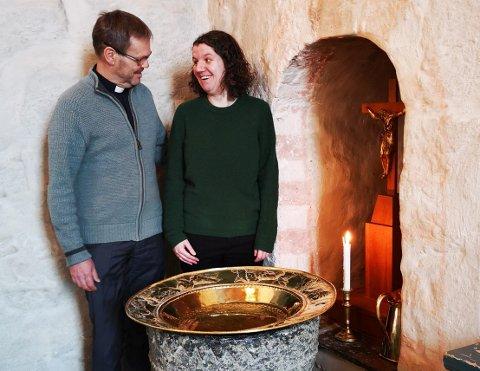 Elisabeth Moss Fongen, kapellan og Svein Hunnestad, sokneprest er prester på drop-in-dåp lørdag.