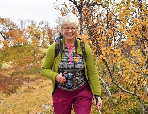 Gunhild Skattebu fra Tolga har vært budeie og gjett ungdyr i fjellet, sanket urter, bær og blomster siden hun var bare jentungen. Dette ligger til grunn for hele hennes kjærlighet til naturen og friluftslivet.