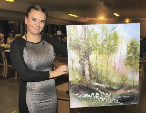 FRIVILLIGPRISEN: Sandra Morken Reigstad får frivilligprisen i Radøy for sin store innsats som frivillig i ungdomsmiljøet. – Betyr mykje for meg å bli sett for det eg brenn for, seier ho. Foto: Arthur Kleiveland