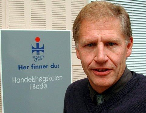 Odd Jarl Borch er Professor ved Nord Universitet og UiT Norges Arktiske Universitet. Han stiller seg spørrende til hvordan krisesituasjonen til Viking Sky hadde blitt håndtert her nord.
