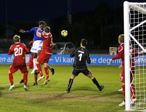 LA MANGA, SPANIA 20100226. Baye Djiby Fall nikker ballen i mål i finalen i La Manga cup II mellom Molde og FC Nordsjælland fredag. Molde vant 2-1. Foto: Erlend Aas / Scanpix .