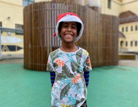 - Jeg gleder meg veldig til å åpne adventskalender, men aller mest gleder jeg meg til julaften og at julenissen kommer! sier Shalom Tekie (7).