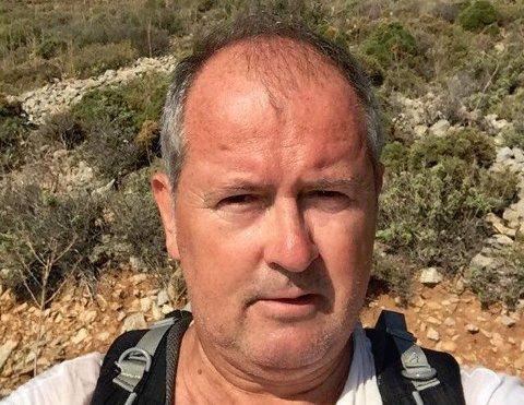 Arild Andreassen mener det burde stått Redningsbil i beredskap ved Rennfast, og har selv vurdert å flytte på grunn av ofte stengte tunneler.