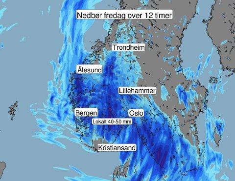 Dette bildet viser nedbørsområdet som er på vei mot Sør-Norge fredag. I løpet av tolv timer kan enkelte steder få opp mot 60 millimeter regn.