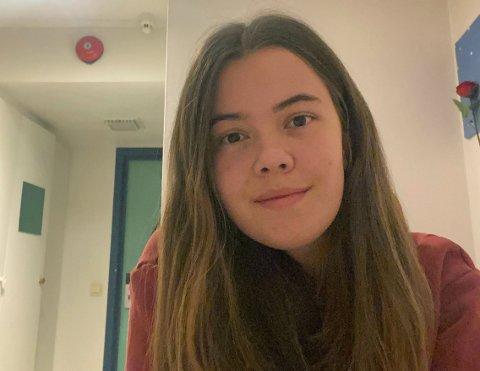 Hanna Schjølberg (20) føler hun og de andre elevene lever litt isolert på skolen, og håper at ting åpner opp til det er vinterferie. Bildet er fra hybelen hennes på skolen.