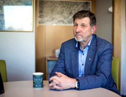 Allsidig: Jan Einar Bruun har en allsidig yrkesbakgrunn som lærer, redaktør i Radio Horten, datadirektør – og til og med kranfører på Verven. Begge foto: Kjetil Broms