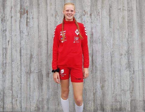 Pia Grønstad har god grunn til å smile bredt om dagen. Hennes prestasjoner for J-16 og juniorlaget har gjort at hun nå også får sjansen blant seniorene i klubben.