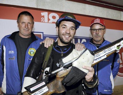 STØTTESPILLERE: Skytterkongen Tor Gaute Jøingsli takker far Kjell Arne og onkel Trond (t.v.) for god hjelp og støtte gjennom hele karrieren. ALLE FOTO: Morten Aasen