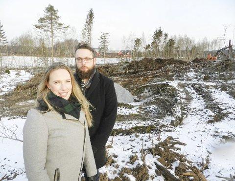 Søsken: Marie og Thomas Montelius legger ut nye boligtomter. Grimsrød gård i bakgrunnen.