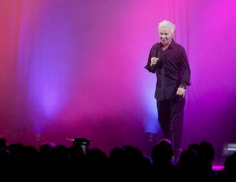 I VARD-HALLEN:  Kristian Valen samlet ca. 750 publikummere fredag kveld.  Foto: Jan  Kåre Ness