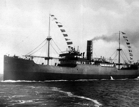 BLE HEVET: Japanerne hevet senere «Haraldsvang», og brukte skipet selv til det sank i 1944. Her ser vi skipet da det het D/S «Thomas Haaland». Skipet ble solgt fra John K. Haaland til H.M. Wrangell & Co. i 1926 og fikk ble i den anledning omdøpt til «Haraldsvang». FOTO: HAUGESUND REDERIFORENING