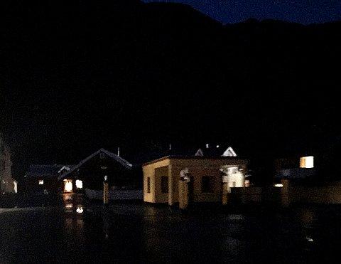 Slik så det ut fra politibilen da patruljen kjørte rundt i Mosjøen på lørdags kveld.