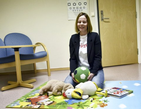 TRYGT MILJØ FOR UNGENE: Helsesykepleier Lillian Thorvaldsen i Vefsn er en av fem i prosjektgruppa for Barn som pårørende. Lillian understreker at det ikke nytter å skjule familiens utfordringer for barna. De sanser veldig fort endringer, og de må følges nøye opp i sorg eller andre påkjenninger.