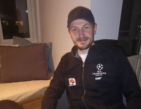 GIVENDE HOBBY: Esben Jensen ser ut til å ha et balansert forhold til pokerspillingen sin. Mannen fra Honningsvåg ble nylig nummer to i NM i poker.