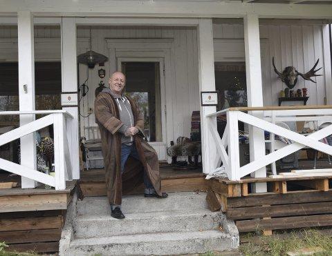 ROCKA HUS: Carl Bergsvik i Elverum har litt av hvert hjemme i huset sitt. – Jeg er en samler, det er det ingen tvil om, smiler han.