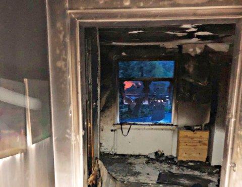 KRAFTIG: Det brant kraftig i rommet, men brannen lørdag kveld ble raskt slukket.