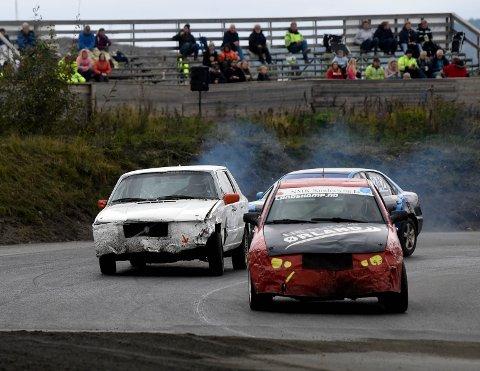 I FARTA: Birger Hvambsahl (t.v.) i aksjon på bilcrossbanen på Basserudåsen søndag. ALLE FOTO: OLE JOHN HOSTVEDT