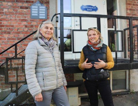 VIKTIG TILBUD: Lisbeth Brynildsen (t.v.) og Kirsti Rodin sier at bassengtreningen de og 48 andre brukere har fått på Høienhald bad er svært viktig for dem.
