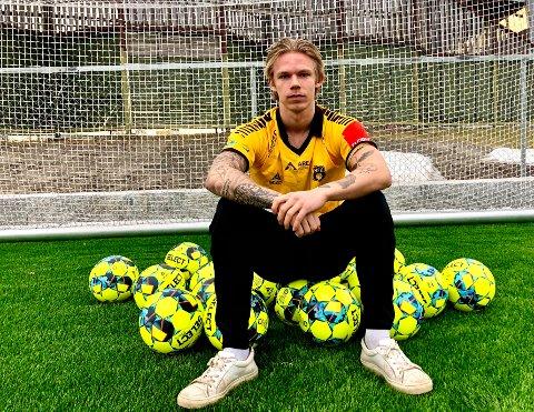 STORSCORER: Sebastian Pedersen (21) har signert toårskontrakt med MFK og lover å kjempe om å score mest mål i hele PostNord-ligaen. – Jeg bør være med helt der oppe, sier den nye MFK-spissen.