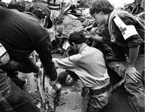 ALMERO, COLOMBIA - NOVEMBER 15: Rescuers work to free 13-year-old Omaira Sanchez, who was trapped amid debris and rising waters in Armero, Colombia in November 1985 after the nearby Nevado del Ruiz volcano erupted and released a thundering mudslide that almost completely buried the community. (Photo by Tom Landers/The Boston Globe via Getty Images)