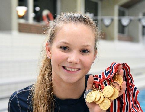 MEDALJEDRYSS: Marte Løvberg hentet hjem 12 medaljer fra junior-NM i helgen.