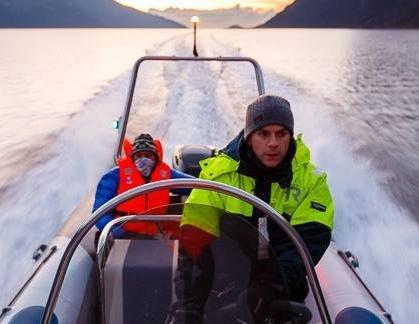 JAKTER KVAL: Espen Bergersen bruker store deler av fritiden til sjøs, på jakt etter kval og andre motiver.