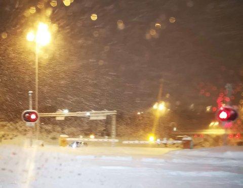 STENGT: Tunnelen er stengt etter trafikkuhellet.