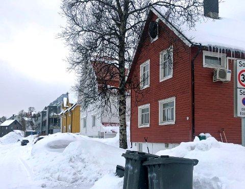 LITE HUS, DIGERT FIRMA: Dette huset i Ramfjordgata er forretningadresse for et malerfirma med 111 ansatte i Norge.